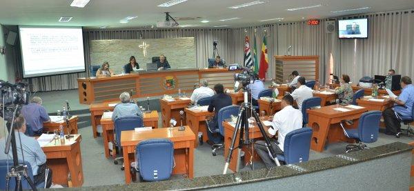 <a href='http://www.camarabarretos.sp.gov.br/noticia/confira-as-votacoes-da-sessao-extraordinaria-realizada-nesta-sexta-dia-18!4477'>Confira as votações da sessão extraordinária realizada nesta sexta, dia 18</a>