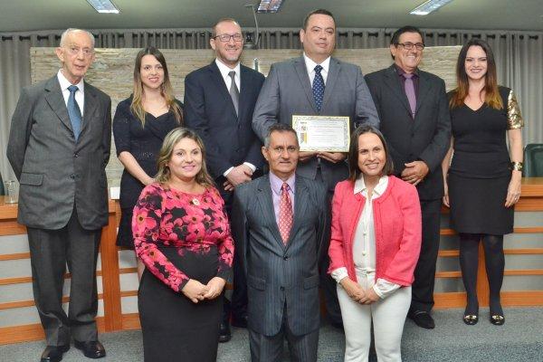 <a href='http://www.camarabarretos.sp.gov.br/noticia/ricardo-martins-marques-recebe-titulo-de-cidadania-na-camara!4518'>Ricardo Martins Marques recebe Título de Cidadania na Câmara</a>