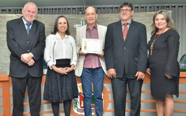 <a href='http://www.camarabarretos.sp.gov.br/noticia/camara-municipal-faz-homenagem-ao-empresario-pedro-garcia!4545'>Câmara Municipal faz homenagem ao empresário Pedro Garcia</a>