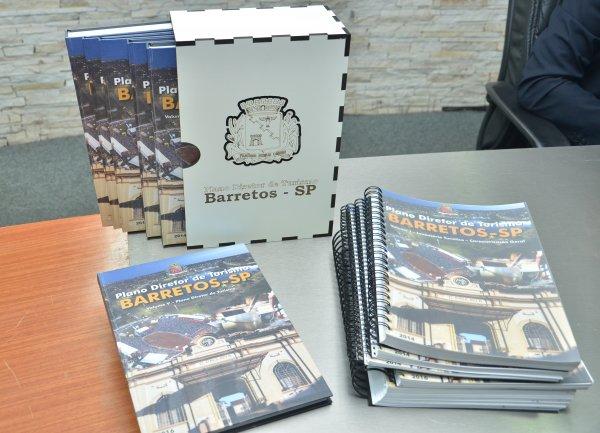 <a href='http://www.camarabarretos.sp.gov.br/noticia/plano-diretor-de-turismo-e-debatido-na-camara!4549'>Plano Diretor de Turismo é debatido na Câmara</a>