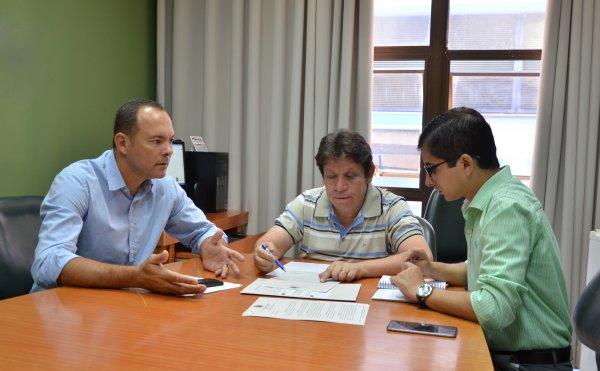 <a href='http://www.camarabarretos.sp.gov.br/noticia/comissao-especial-da-inicio-aos-estudos-sobre-valores-das-contas-de-agua!4613'>Comissão Especial dá início aos estudos sobre valores das contas de água</a>