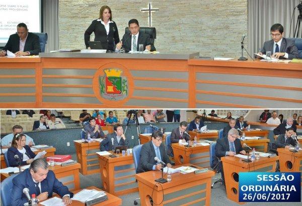 <a href='http://www.camarabarretos.sp.gov.br/noticia/confira-os-resultados-da-sessao-ordinaria-desta-segunda-feira-26-de-junho!4648'>Confira os resultados da Sessão Ordinária desta segunda-feira, 26 de junho</a>