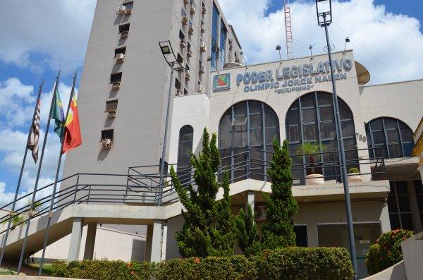 <a href='https://camarabarretos.sp.gov.br/noticia/camara-devolve-mais-r-400-mil-para-a-prefeitura!5095'>Câmara devolve mais R$ 400 mil para a Prefeitura</a>